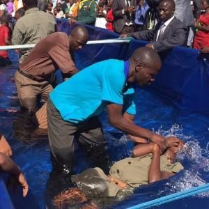Serie-evangelistica-historica-no-Zimbabue-deve-batizar-30-mil-pessoas-creditos-Adventist-Review-4