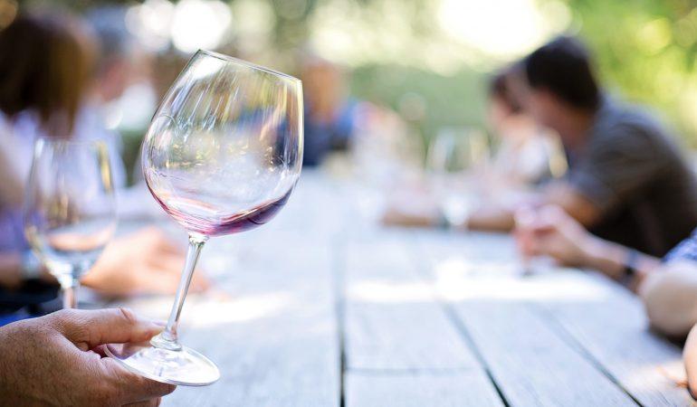 UNE NOUVELLE ÉTUDE RELIE L'ALCOOL À 7 CANCERS
