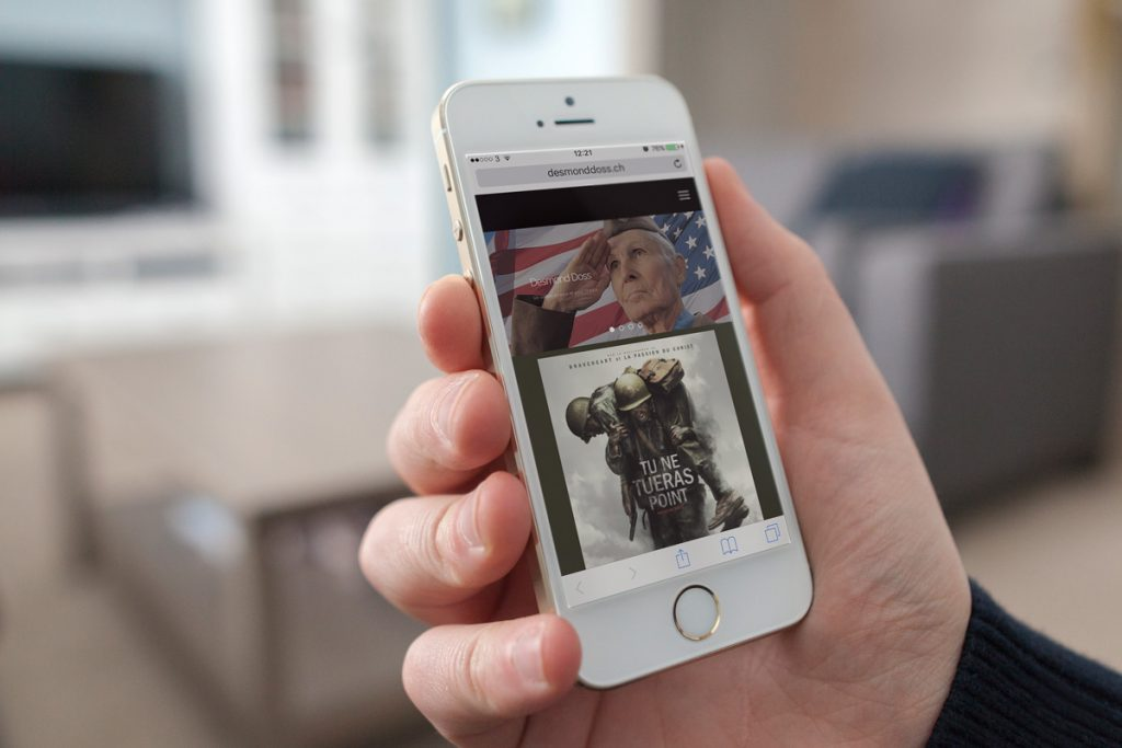 Living-Room-iPhone-5S-MockUp-doss