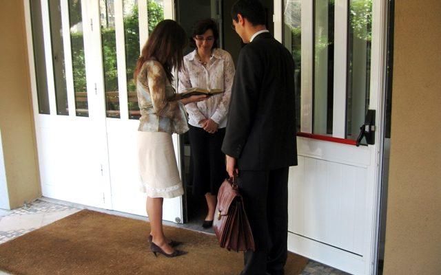LES TÉMOINS DE JÉHOVAH INTERDITS DE CULTE EN RUSSIE