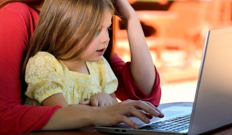 LA DEPENDANCE TECHNOLOGIQUE, FACTEUR DE RISQUE POUR LES ENFANTS