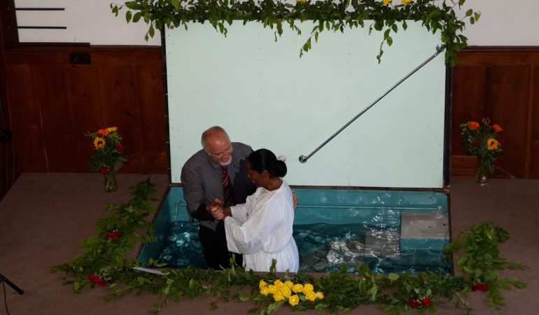 CÉRÉMONIE DE BAPTÊMES À NEUCHÂTEL – LA PUISSANCE DE L'ÉVANGILE