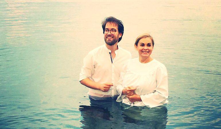UNE ÉMISSION DE TÉLÉ POUR RANIMER LA FLAMME DE LA FOI – BAPTÊME DE RISA
