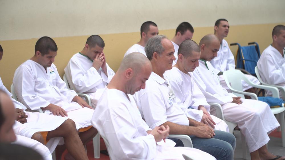 DES DIZAINES DE DÉTENUS BAPTISÉS DANS UNE PRISON BRÉSILIENNE