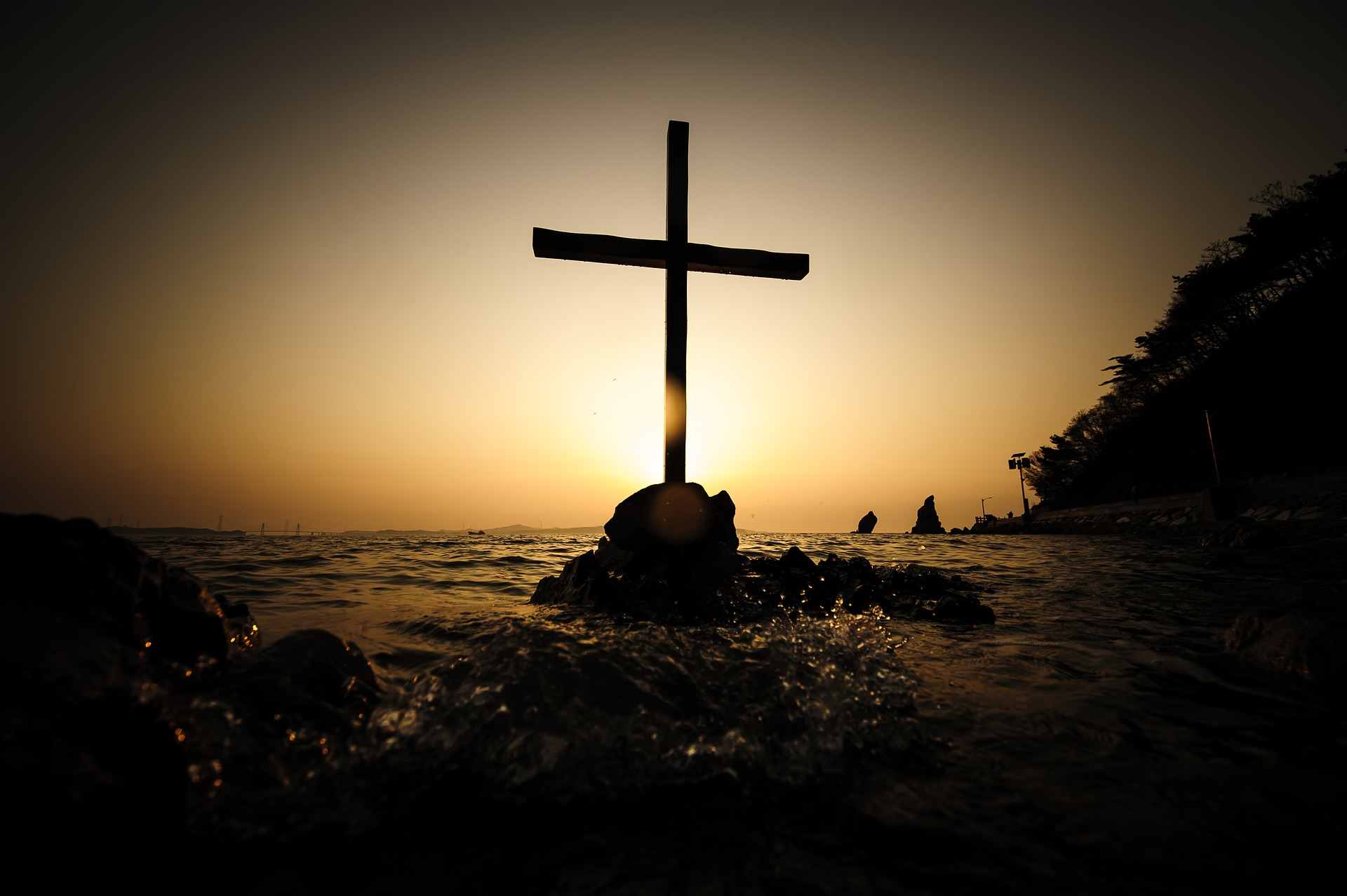 CROYONS-NOUS TOUJOURS À «LA BIBLE ET SEULEMENT LA BIBLE» COMME RÈGLE DE FOI?