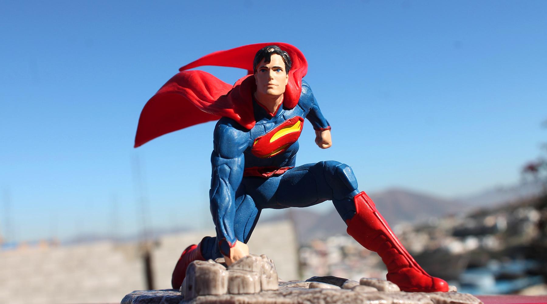 SUPERMAN : DC COMICS ÉTABLIT QUE LE PERSONNAGE CROIT EN DIEU