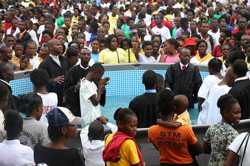 20.000 NOUVEAUX MEMBRES ET UNE CÉRÉMONIE DE BAPTÊME SUR LA CHAÎNE DE TÉLÉVISION NATIONALE EN HAÏTI