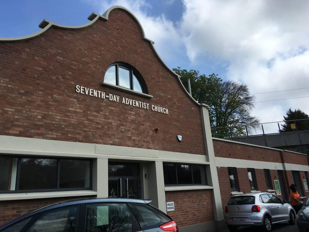 Une vue de l'église adventiste où le Centre Cuisle est situé à Dublin, Irlande. (Gina Wahlen)